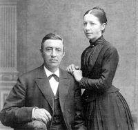 Laura og Marius Larsen (1836 - 1915)
